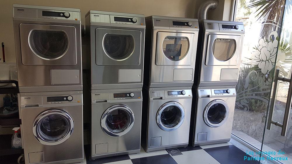 Laver son linge à Santorin