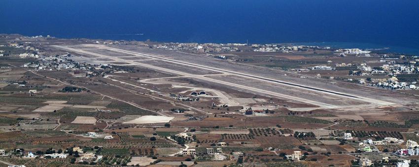 Vue de l'aéroport de Santorin