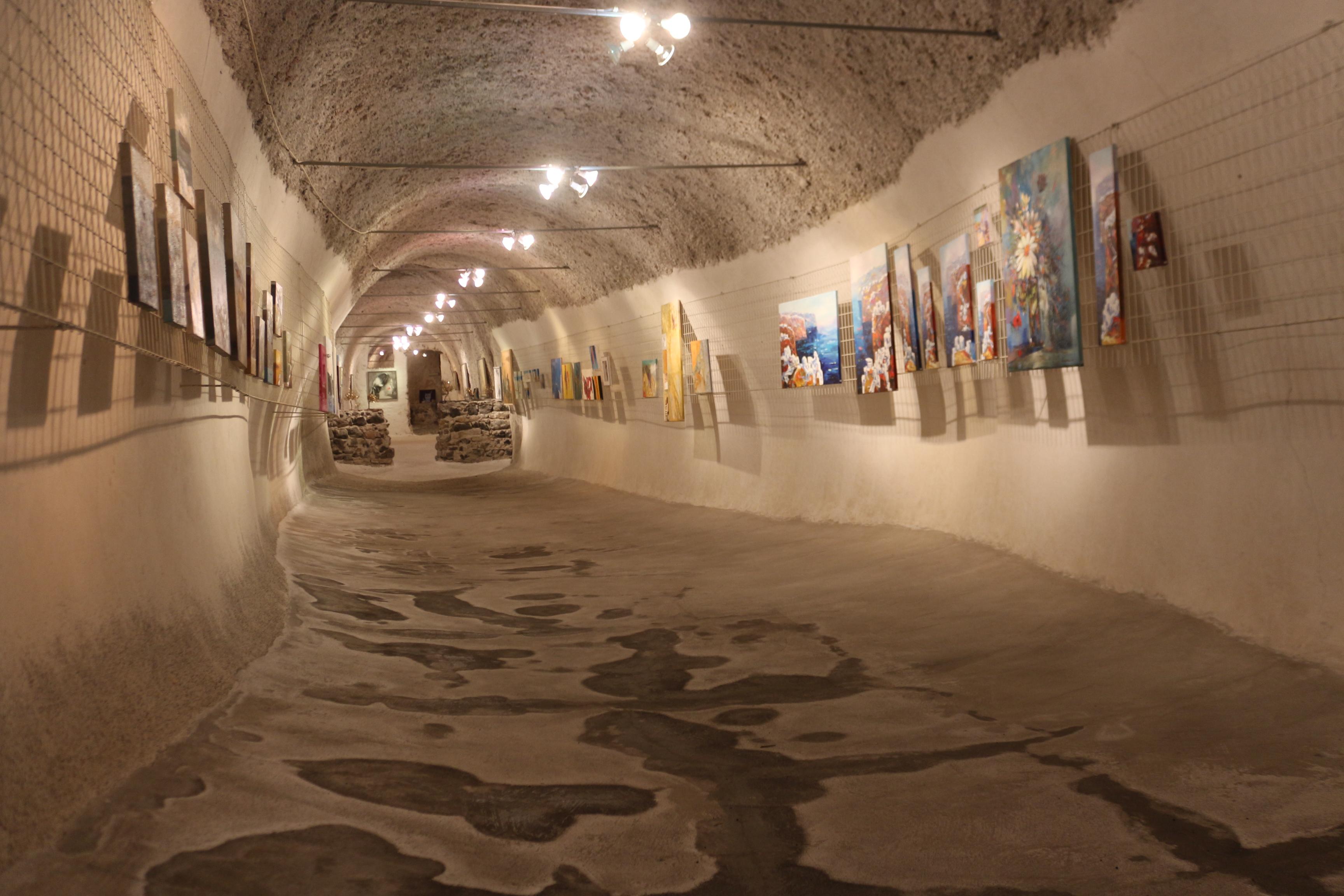 Le musée du vin et sa galerie d'art à Exo Gonia à Santorin
