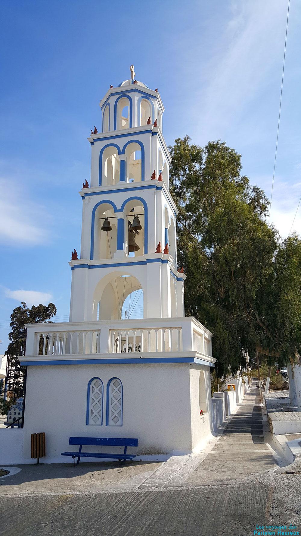 Le clocher de l'église de Kamari à Santorin