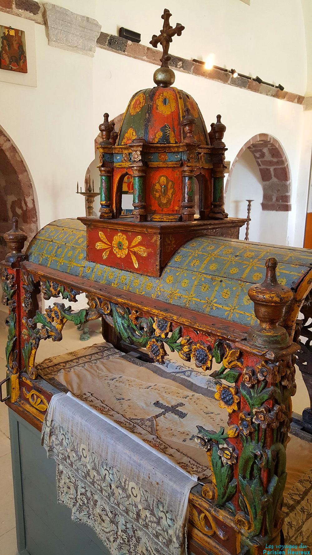 Le musée des artefacts religieux à Pyrgos, Santorin