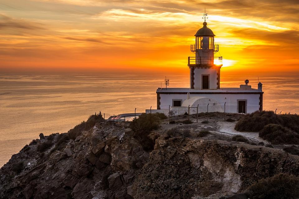 Le phare d'Akrotiri à Santorin