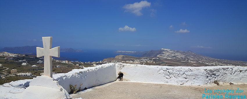 La vue depuis le village de Pygros à Santorin