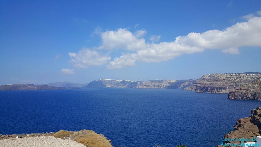 Vue depuis Akrotiri à Santorin