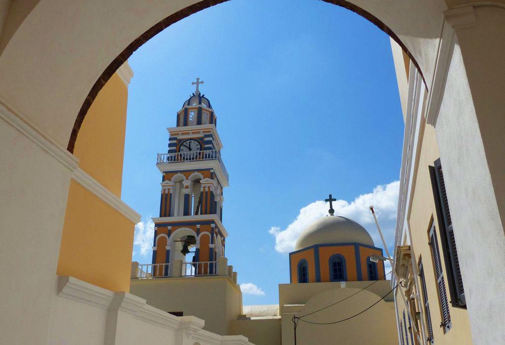 La Cathédrale Catholique à Fira