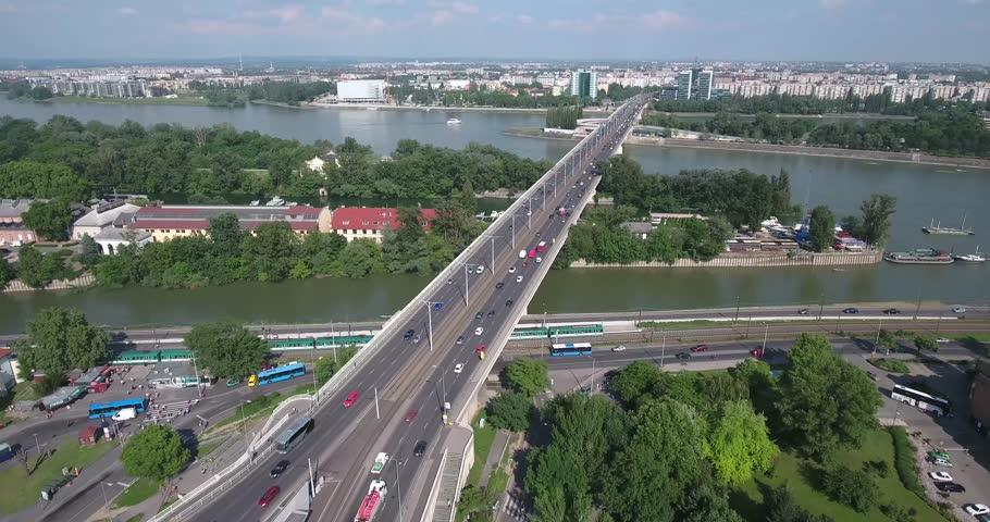 Le pont d'Arpad à Budapest