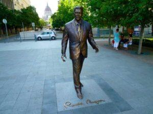 La statue de Ronald Reagan à Budapest