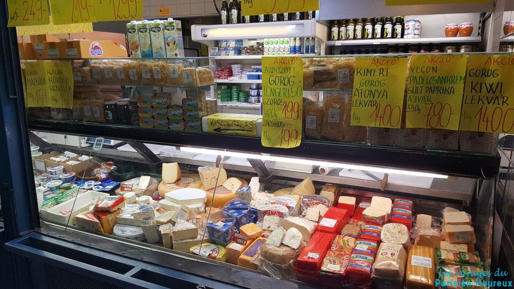 Stand de fromage au marché central de Budapest