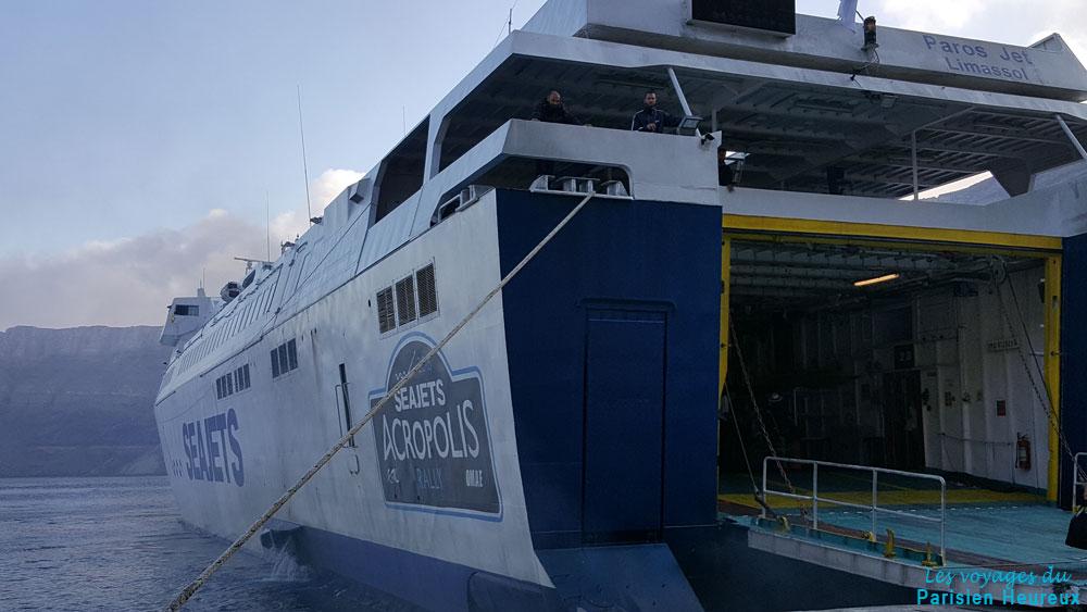 Ferry au départ de Santorin pour Paros
