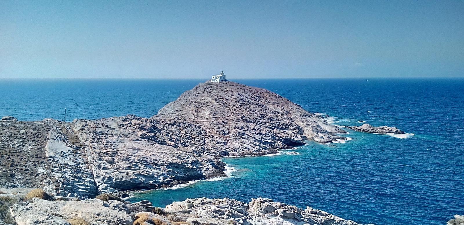 Le phare Naoussa sur le cap Korakas à Paros