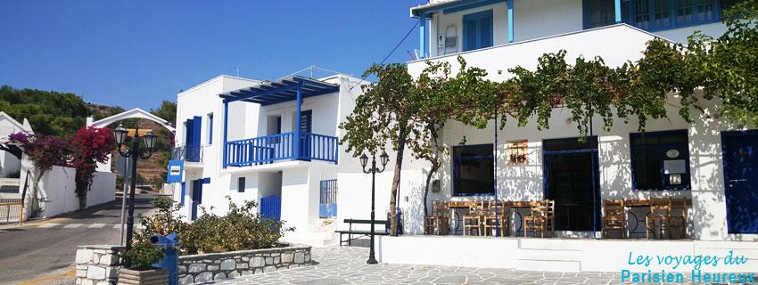 La place d'un village sur l'île de Paros