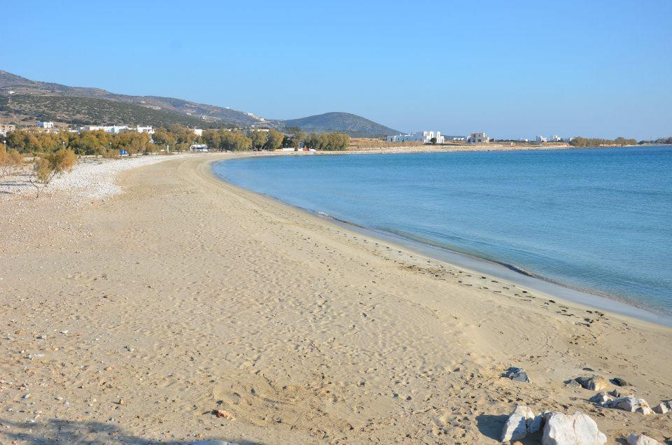 La plage d'Aliki à Paros