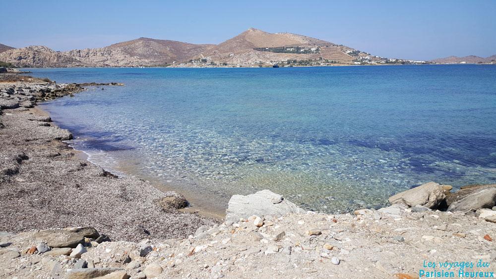 Une plage sur l'île de Paros en Grèce