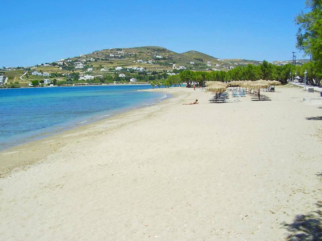 La plage de Livadia à Paros