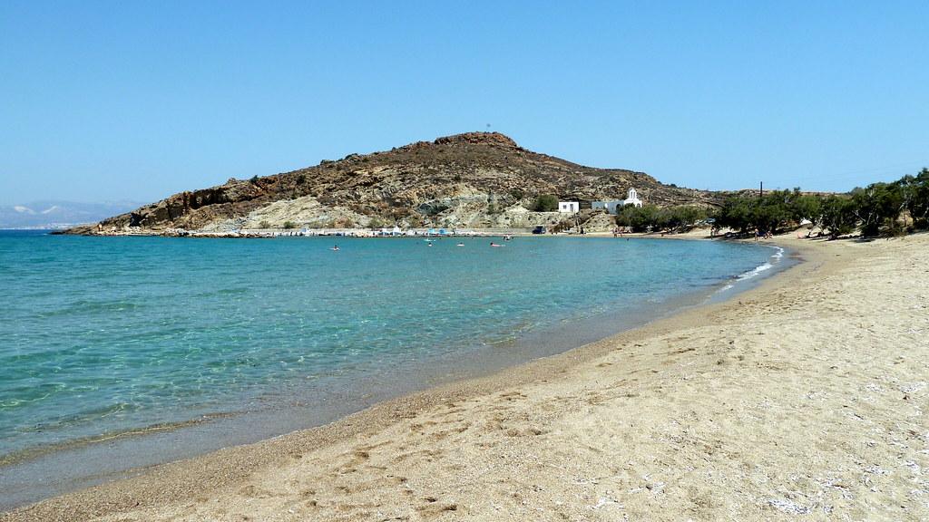 La plage de Molos à Paros