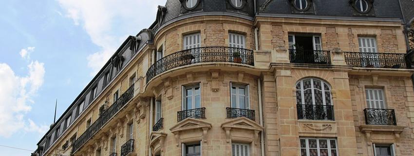 Un immeuble dans la ville de Dijon